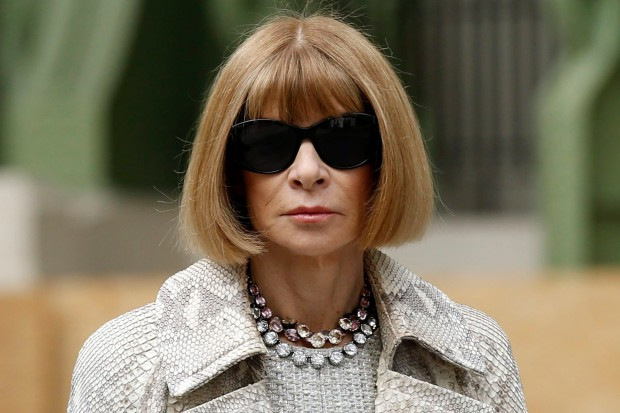 Editor-in-chief of American Vogue Anna Wintour arrives at German designer Karl Lagerfeld's Haute Couture Fall/Winter 2014-2015 fashion show for French fashion house Chanel in Paris July 8, 2014.  REUTERS/Benoit Tessier (FRANCE - Tags: FASHION ENTERTAINMENT)